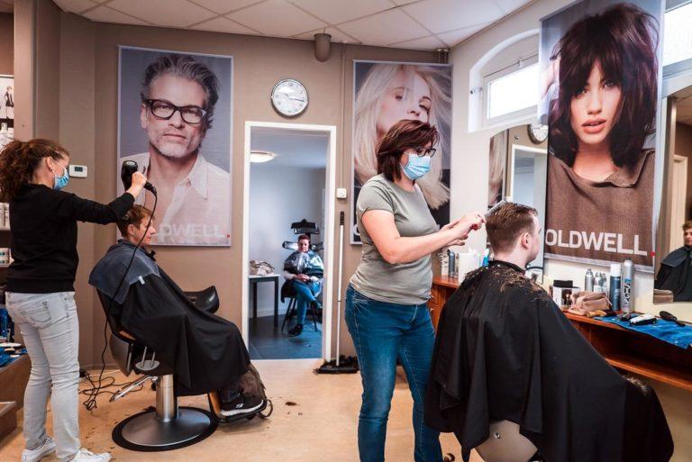 Zadbaj o swoje włosy podczas wizyty w dobrym salonie fryzjerskim
