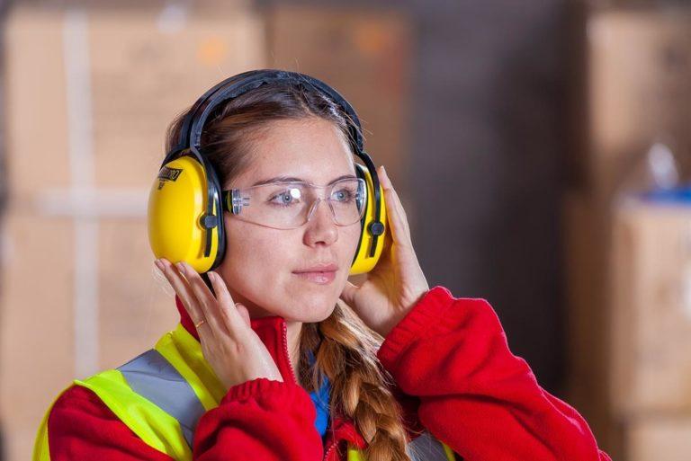 Jakie środki BHP powinny znaleźć się na wyposażeniu firmy?