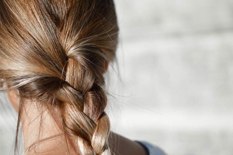 Dlaczego kształt naszej twarzy ma znaczenie dla naszych włosów?
