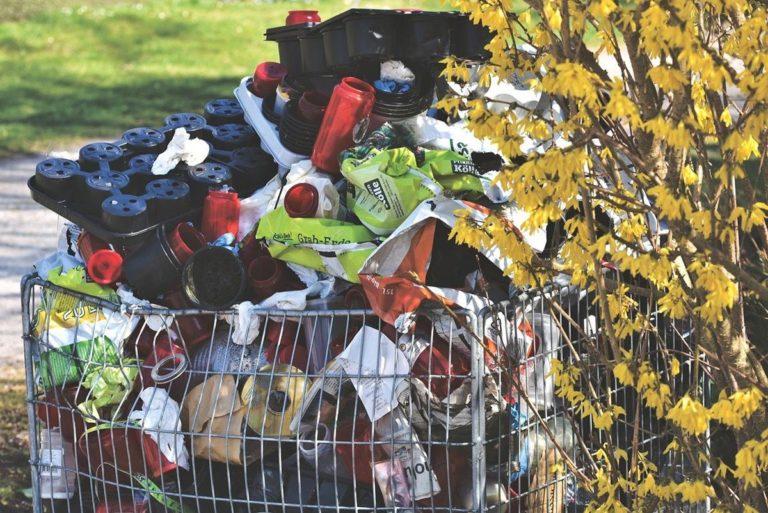 Błyskawiczny wywóz odpadów – czy warto?