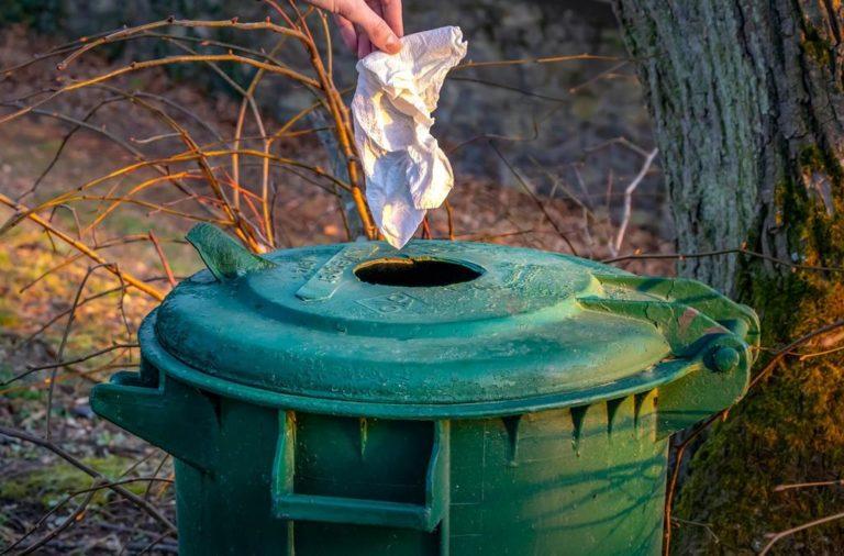 Miejskie kosze na odpady powinny być odpowiednio zabezpieczone